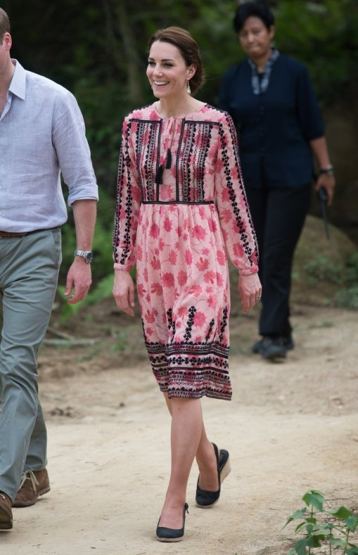 safari-india-kate-paired-pink-black-topshop-dress