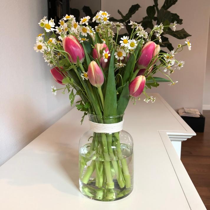 Simple DIY Flower Arrangement for Spring / Easter