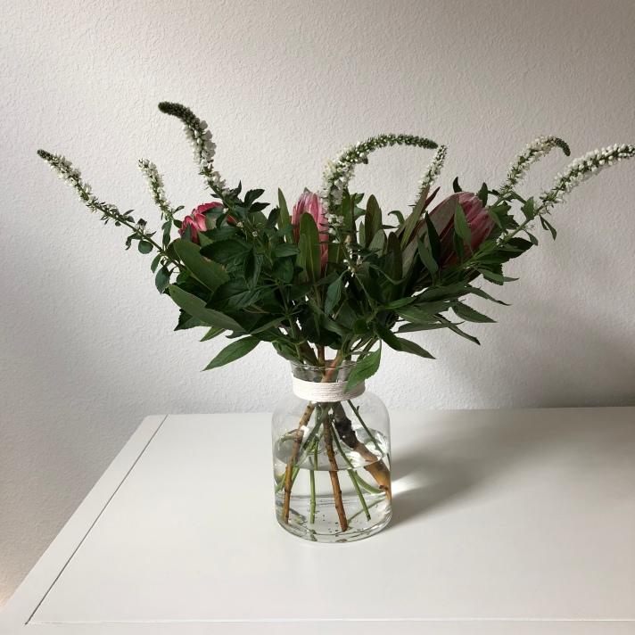 Easy DIY Flower Arrangement